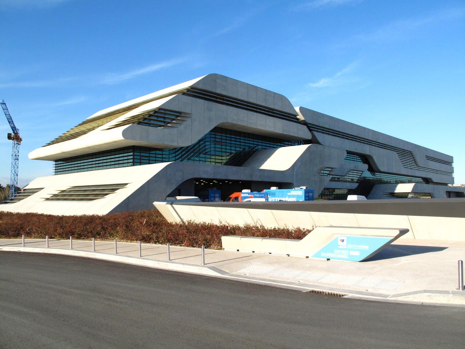 Pierresvives montpellier4020 for Architecture de batiment moderne